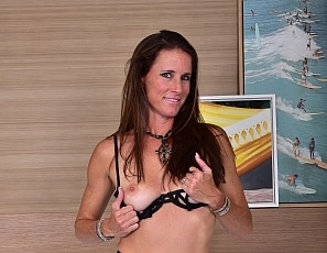 SofieMarieXXX/SM_Black_stocking_strap_bra_miami