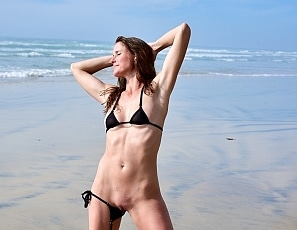 SofieMarieXXX/SM_sunbabe_black_triangle_back_beach_web